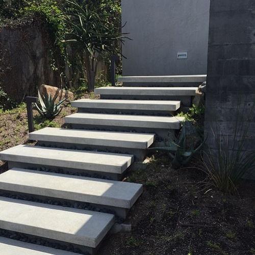 پله بتنی محوطه